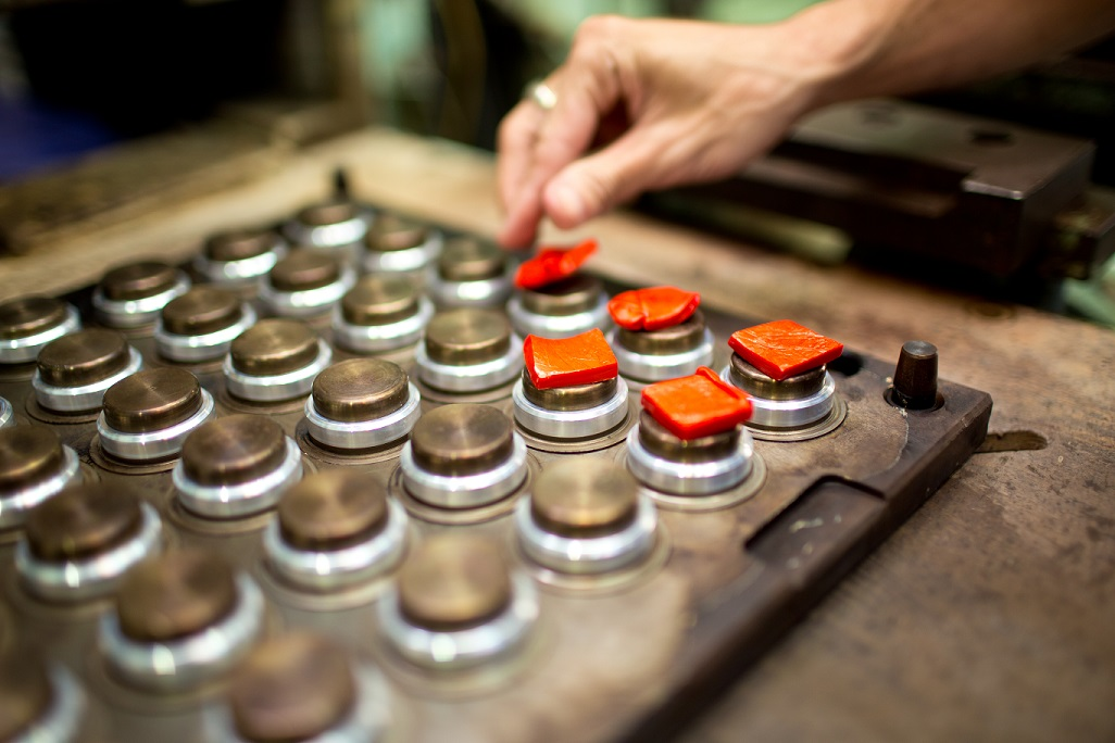 risks and benefits of using chinese contract manufacturing In managing contract manufacturing partnerships lished in manufacturing, and the use lenges of contract supplier oversight risk management 101.